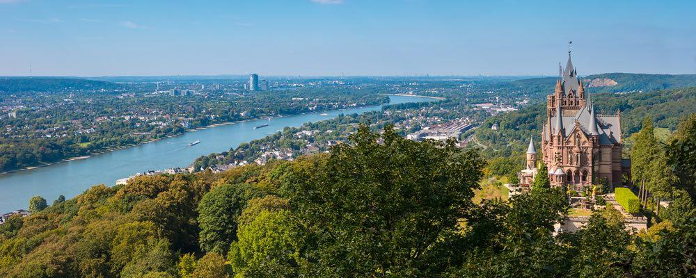 uitzicht vanaf het drachenburg kasteel in Bonn